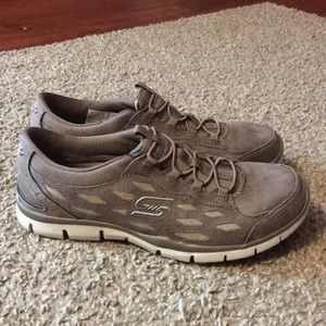 Skechers size 7 with box